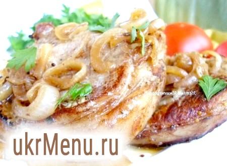 Антрекоти зі свинини, запечені з луком