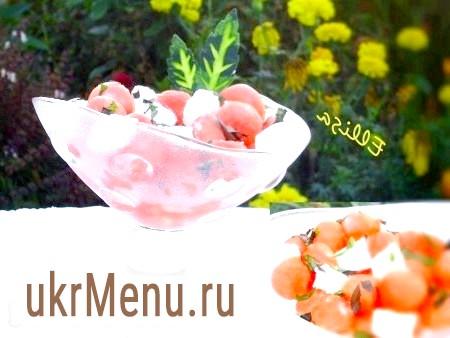 Кавуновий салат з фетою, м'ятою і базиліком