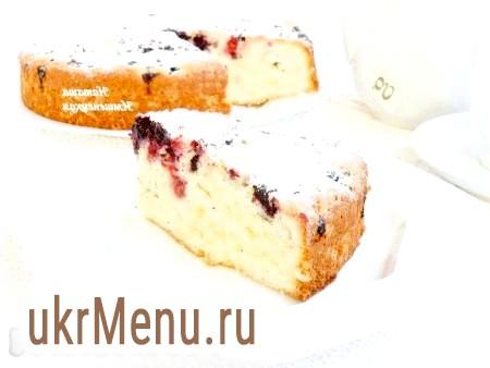 Бісквітний пиріг з ягодами