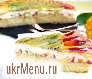 Бісквітний торт з нектаринами і ківі з сирним кремом з цукатами