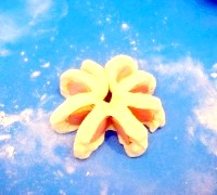Фото - Крок №3 - Розрізати рулет з сосиски на кілька сегментів і з'єднати кінці рулету, утворюючи коло.