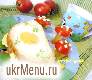 Бутерброд зі смаженою яйцем для дитини