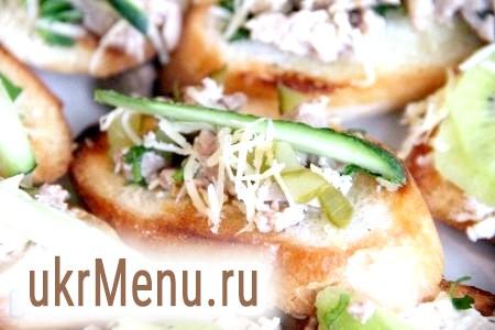 Бутерброди з печінкою тріски і огірком