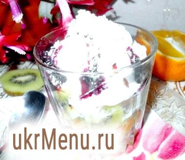 Десерт фруктовий з морозивом