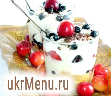 Десерт з чорницею і черешнею