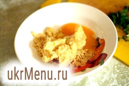 Фото - Додати яйце, часник, петрушку, сіль і перець в нутовую суміш.
