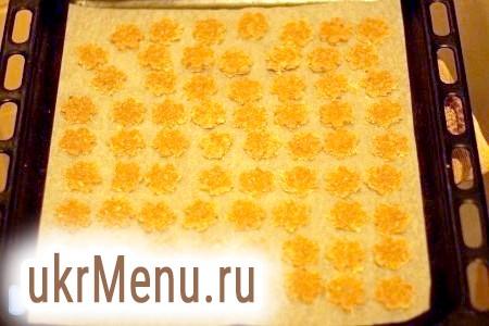 Фото - Формою вирізати печиво.