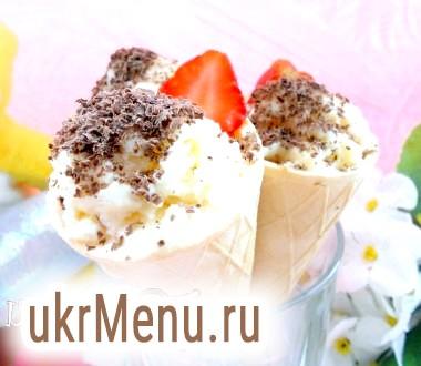 Домашнє морозиво у вафельних конусах