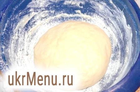 Фото - Замісити тісто, скачати в кулю і прибрати на 2 години в тепле місце.