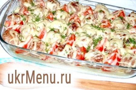 Фрикадельки з картоплею в духовці