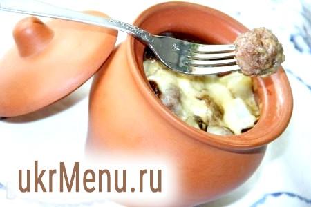 Фрикадельки в горщиках з картоплею та грибами