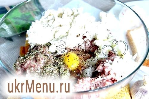 Фрикадельки в грибному соусі