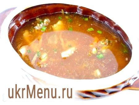 Фото - Додати томатну пасту, розведену в невеликій кількості води, в яку додати за смаком сіль і червоний перець, дрібку цукру, щоб нейтралізувати кислоту. Влити воду (рідина повинна покривати крупу повністю).