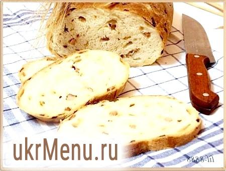 Хліб з цибулею і шинкою