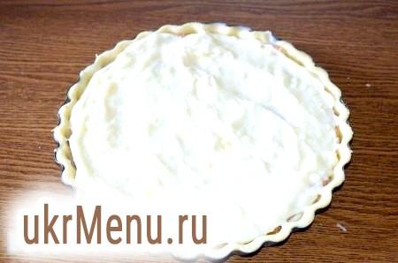 Фото - І знову кладемо шар заварного крему (1/3). З залишився крему, бісквіта і пісочного тіста можна зробити смачне печиво і тістечка.