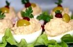 Яйця фаршировані шпротами рецепт покроковий з фото