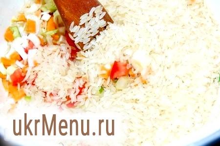 Фото - Потім додати сухий рис.