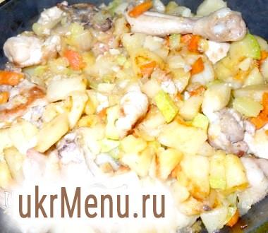 Картопля смажена з куркою і овочами