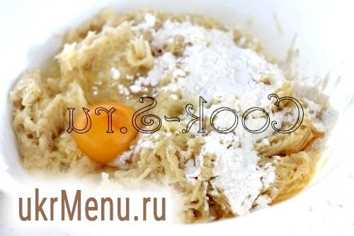 Фото - борошно і яйце