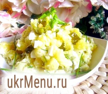 Картопляний салат з малосольні огірком