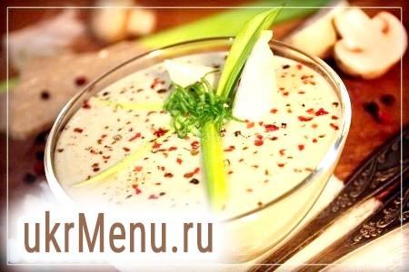 Фото - Картопляний суп-пюре з грибами розливаємо порційно, прикрашаємо цибулею пореєм і перцем. Смачного!