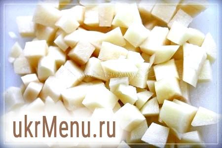 Фото - Картоплю нарізати кубиками.