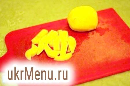Фото - Очищену картоплю нарізати невеликими брусочками.