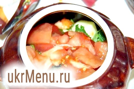 Фото - Потім додаємо шар порізаних кубиками помідор, змащуємо аджикою.