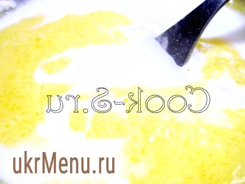 Фото - Збити яйце і 2 жовтки з цукром і дрібкою солі.