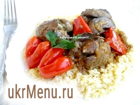 Куряча печінка з болгарським перцем і цибулею