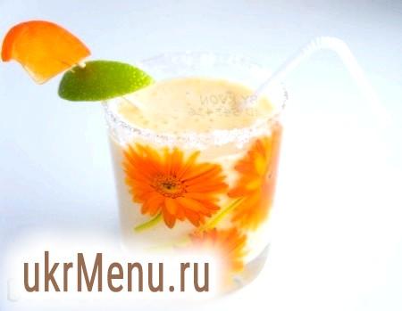 Молочний коктейль з хурмою і бананом