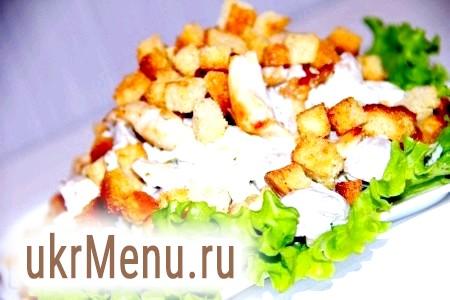 Салат з курячою грудкою і грибами