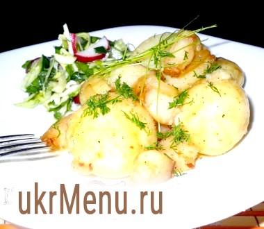 Молода картопля з салом і цибулею