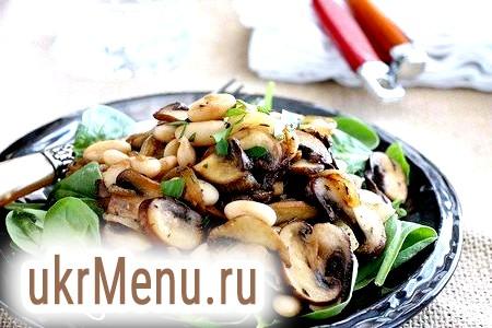 Накриваємо святковий стіл за 15 хвилин: легкі салати на швидку руку