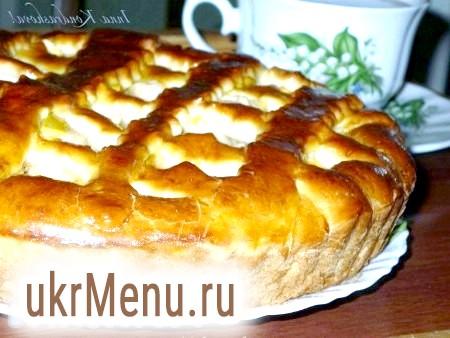 Відкритий дріжджовий пиріг з яблуками