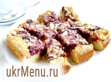 Відкритий сирний пиріг з вишнею