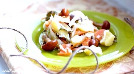 Фото - Добре перемішайте готовий овочевий салат