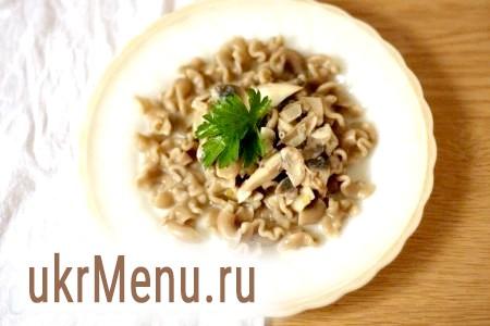Паста з грибами у вершковому соусі