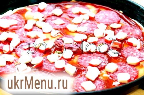 Фото - піца з ковбасою