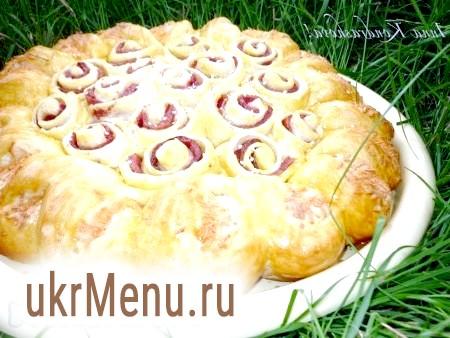 Пиріг з ковбасою та сиром