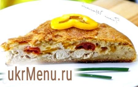 Пиріг з куркою, помідорами і сиром