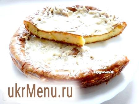 Фото - Смачний пиріг із сиром і сиром можна подавати на стіл.