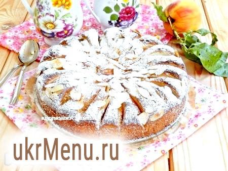 Пиріг зі свіжими персиками