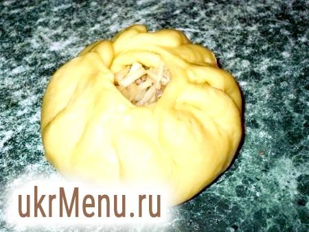 Фото - І починаємо защипувати тісто по колу (вийде пиріг, що нагадує беляш).