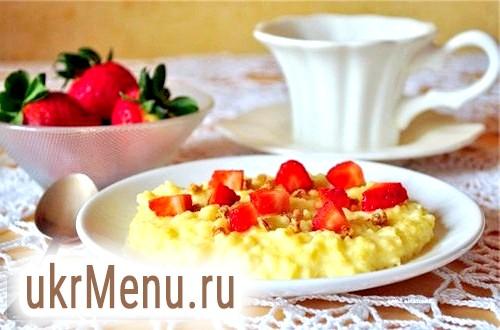 Пшоняна каша на молоці - корисний і швидкий сніданок.