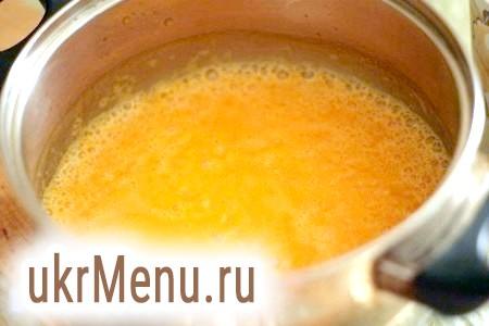 Фото - Перемішуємо, доводимо до кипіння, накриваємо суп кришкою і даємо постояти 10 хвилин.