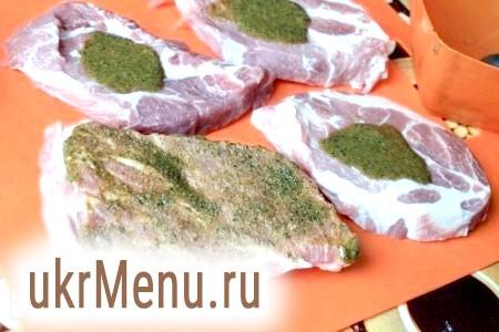 Фото - Шматки м'яса в ароматної обмазці залишити приблизно на 30 хвилин промаринуватися.