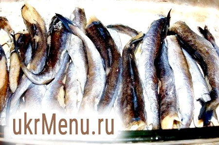 Фото - Рибу чистимо, миємо, укладаємо у форму, змащену олією.