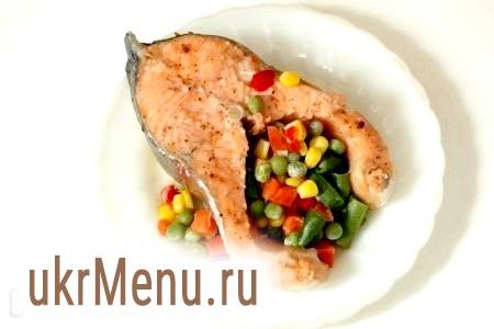 Риба в пароварці. Форель з овочами