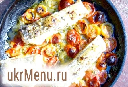 Риба, запечена з помідорами